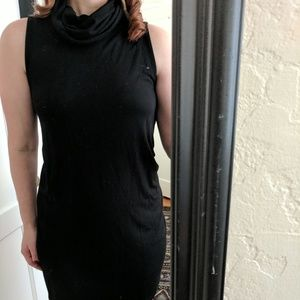 Dresses - Turtleneck black dress